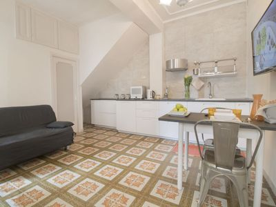 Photo for One bedroom Apartment, sleeps 3 with Air Con, FREE WiFi and Walk to Shops
