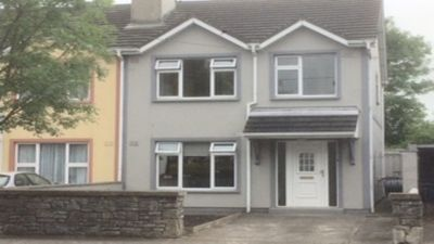 Photo for Tralee Townhouse. Centrally located, just minutes from Tralee town centre.