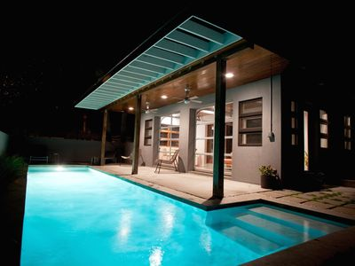 Modernist Home, Private Pool open year round, 2 Blocks to Beach