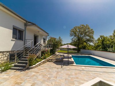 Photo for Holiday house with private pool, sun terrace and covered porch