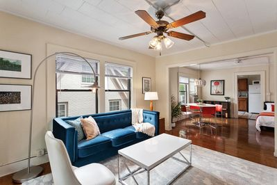 This beautiful city-style apartment has an open floor plan and is set in a gorge