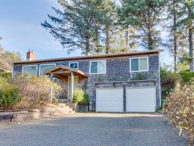Photo for Cozy, family-friendly house w/ deck & views - near town, walk to the beach!
