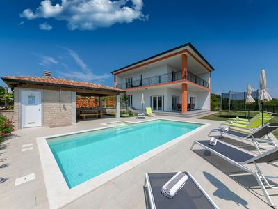 Photo for Detached villa with swimming pool, summer kitchen, trampoline, beach Kanegra 9 km