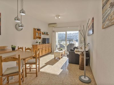 Photo for Nice apartment for 4 people with WIFI, A/C, pool, TV and pets allowed