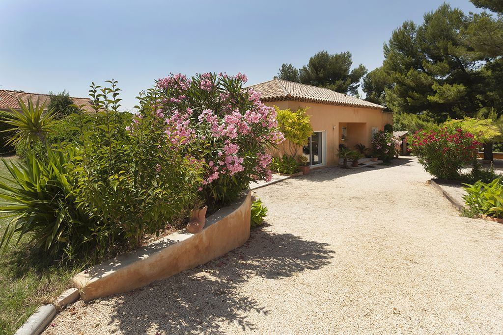 Property Image#4 Modern Villa With Swimming Pool Marseille