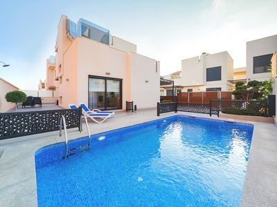 Photo for Beautiful villa for 10 people, pool, air conditioning, Wi-Fi, close to the beach, ideal for families