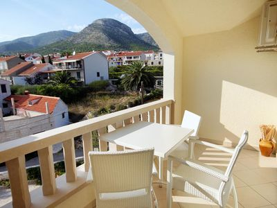 Photo for One bedroom apartment with terrace and sea view Bol (Brač)