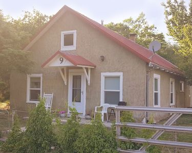 Photo for Plum Street Cottage - Est. 1890 - Quiet Quaint Family Getaway - Arkansas River