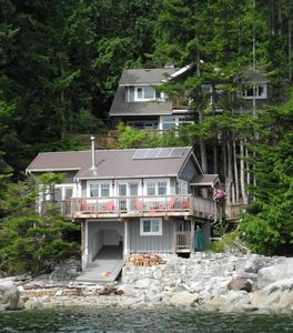 Photo for Welcoming Eco-Friendly Oceanfront Cottage on Sunshine Coast