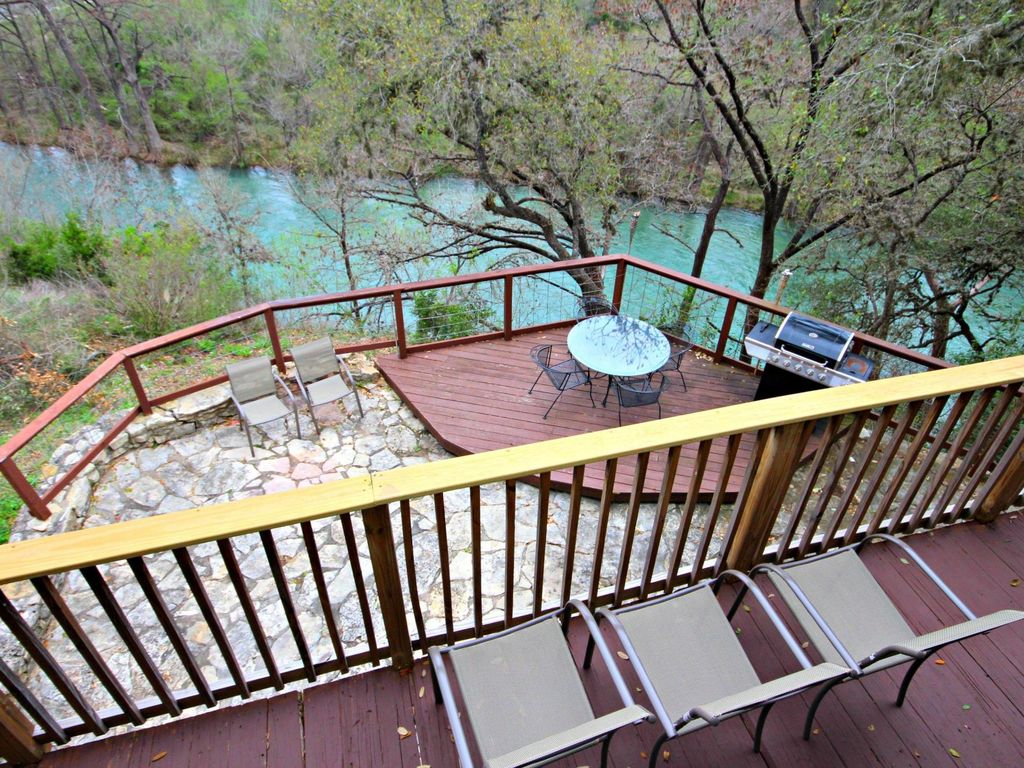 Rick 39 s river haus sleeps 12 perfect spot for tubing - 2 bedroom suites in new braunfels tx ...