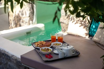 A healthy breakfast by the jacuzzi