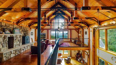 Luxury Timber Frame Mountaintop Lodge, Stunning Views, 5 Suites, Chefs  Kitchen - Spring Mills