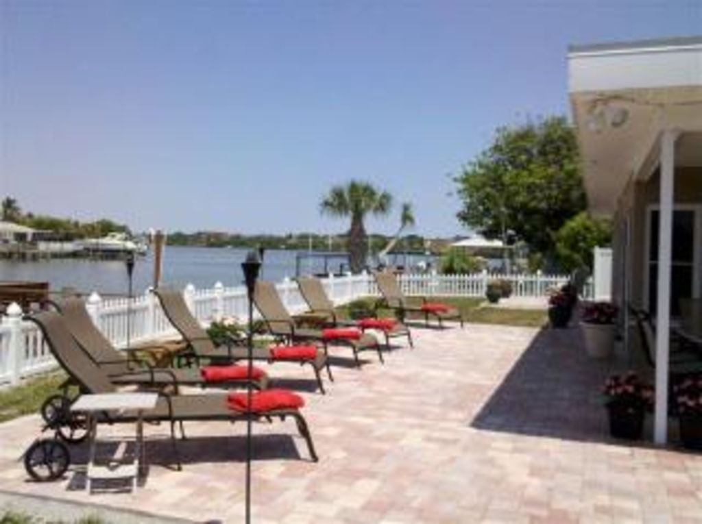 **Executive, Waterfront, Private, Island Beach Cottage**+1150sf Waterfront Patio