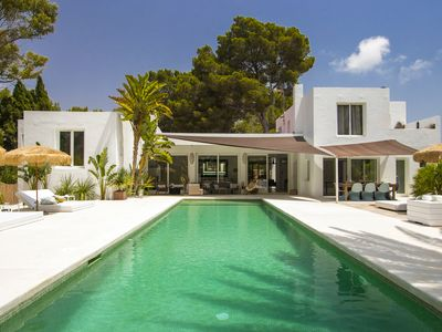 Photo for Beautiful and minimalist villa located in Roca LLisa