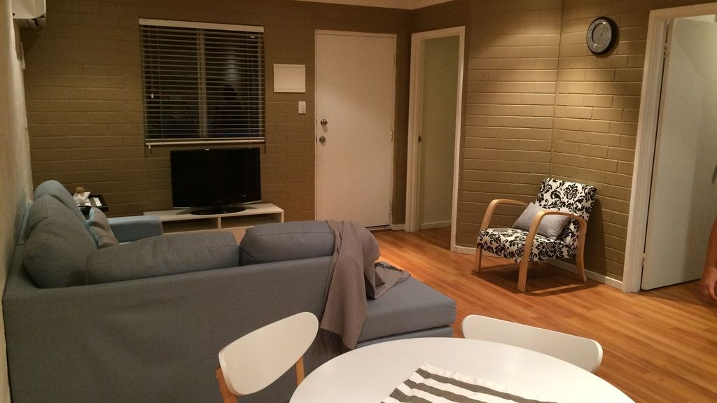 Belmont Apartment - close to city and airport