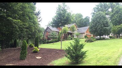Very Large, 2 acre Arts and Crafts Country Retreat 5 miles from dwntwn Asheville