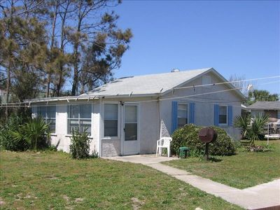 This is the 1 bedroom 1 bath guest house with full kitchen