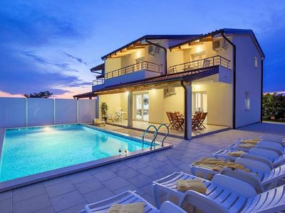 Photo for ** Exclusive 4 **** star villa with pool near Umag **