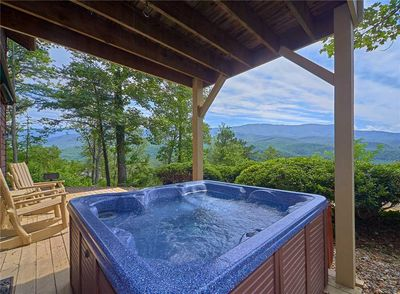 It doesn't get better than this - Mountain Perch's hot tub is ideally positioned so that you can relish the spectacular scenery while luxuriating among the massaging jets of steamy water.