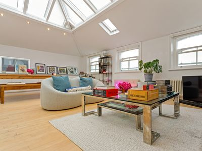 Photo for Elegant 1-Bed Penthouse near Portobello market