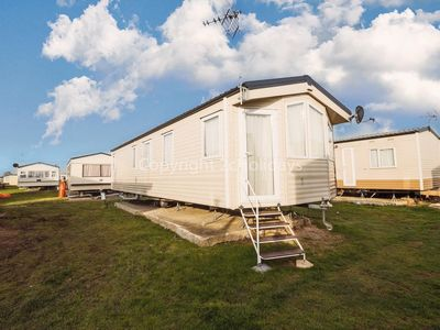 Photo for Great 6 berth mobile home to hire in Clacton-on-sea, Essex ref 28011