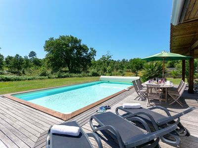 Photo for Lovely apartment for 8 people with WIFI, private pool, TV, pets allowed and parking