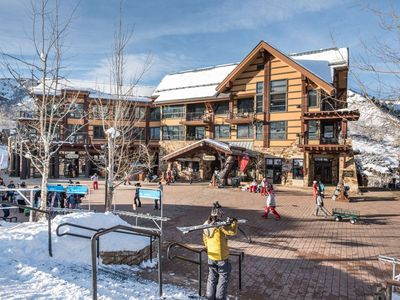 Photo for Snowmass Mountain Ski-In/Out. Washer/Dryer, A/C, Outdoor Hot Tub, Free Parking, Elevator, Balcony