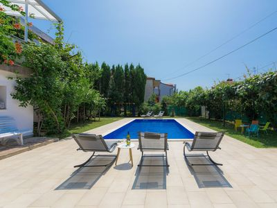 Photo for Beautiful apartment for 8 people with WIFI, private pool, A/C, TV, balcony and parking