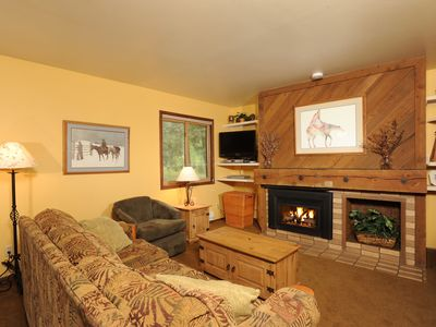 Photo for Fantastic Studio Condo for 2 with Alpine Decor and Cozy Fireplace