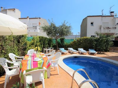 Photo for Holiday home in Empuriabrava with a private swimming pool