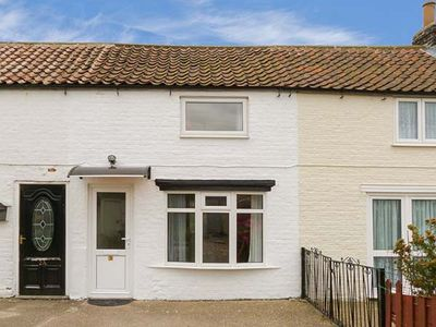 Photo for LADYBIRD COTTAGE, pet friendly, with a garden in Kilham, Ref 917375