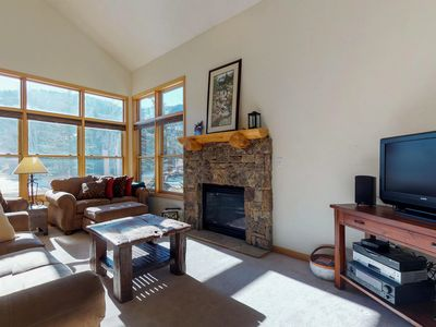 Photo for Mountainview cabin w/ gas fireplace and spacious patio, close to ski slopes