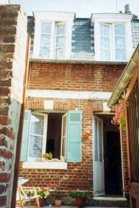 Photo for Pretty little cottage, own courtyard in delightful Honfleur, sleeps 3