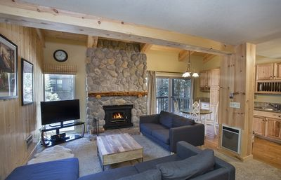Photo for 2 Bedroom plus Loft Walking Distance to Canyon Lifts