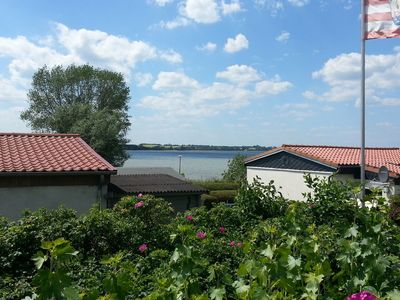 Photo for Lovely holiday bungalow just a few metres from the beach