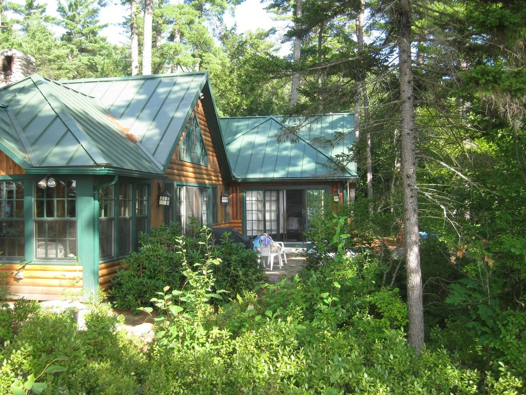 Authentic maine experience beautiful renov vrbo for Cabin rentals in maine with hot tub