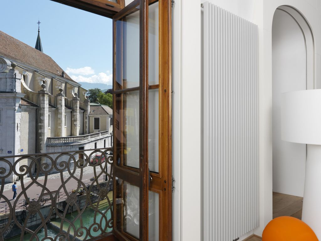 Exceptional Loft in the center of the Old town of Annecy for 2 ...