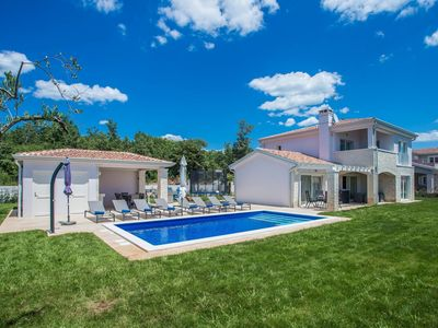 Photo for Comfortable villa with garden, swimming pool, outdoor kitchen, trampoline, beach at 10 km