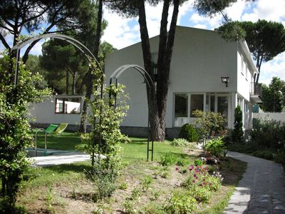 Photo for Stunning Villa with garden and swimming pool near Madrid