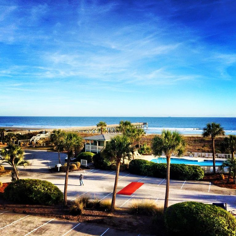 Beach House Isle Of Palms: OCEANFRONT 1 BR Isle Of Palms Condo- Breathtaking 3rd