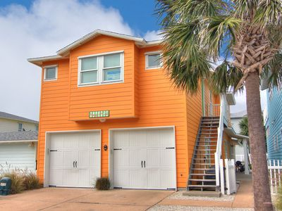 Photo for 4 bedroom 4.5 bath home, Community Pool, right in the heart of Port Aransas!