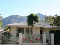 Beautifully appointed and extremely central for town and vineyards. Nice and comfortable would stay