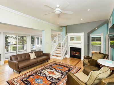 Beautiful Victorian Home w/ Contemporary Interior, Near Downtown! Reduced Rates!