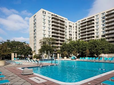 Photo for Modern Luxury and Amenities in Crystal City