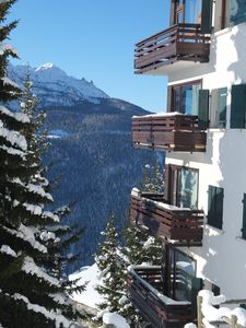 Photo for Recently refurbished 2 bedroom apartment, Sleeps 6-8. Close to slopes