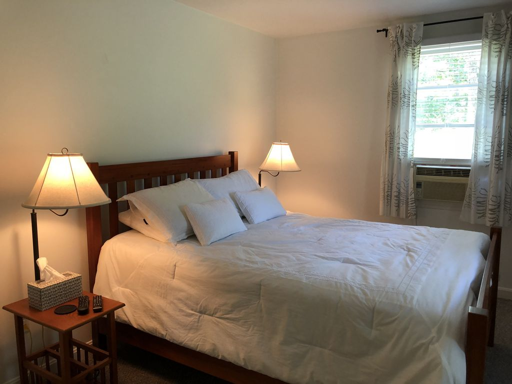 Casa Chica is a charming cottage, nestled in the woods. Think beach or R & R!