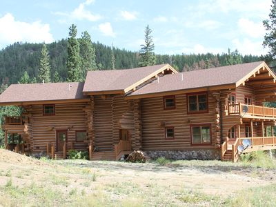 Centrally Located Log Home in the Black Hills of South Dakota