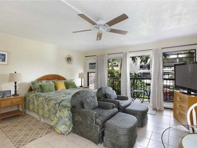 Photo for A/C, Full Kitchen, King Bed, Steps to Snorkeling Beach & Oceanfront Dining