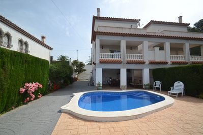Villa totally fenced with private swimming pool, large terraces and garden
