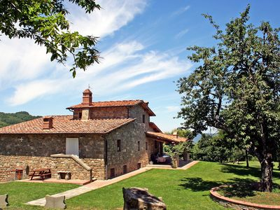 Photo for Cosy apartment with WIFI, pool, TV, pets allowed and parking, close to Greve In Chianti